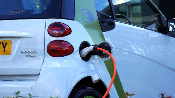 Achat auto : voiture thermique ou électrique ?