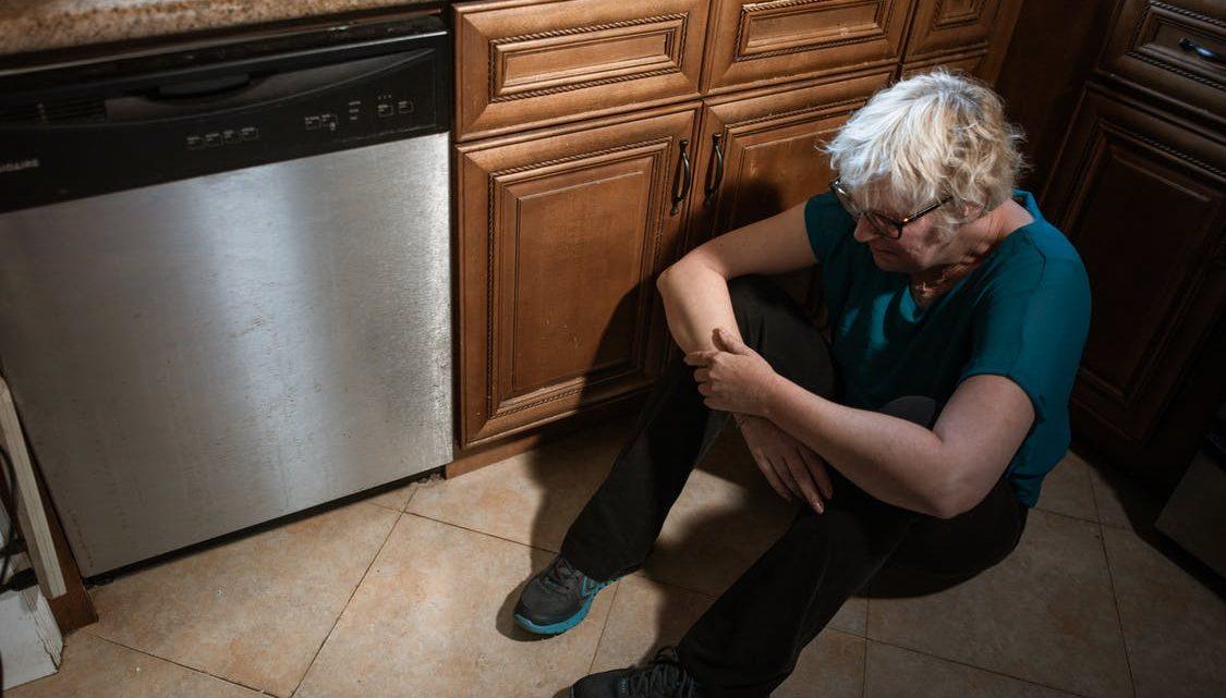 Quels sont les signes de maltraitance envers les personnes âgées ?